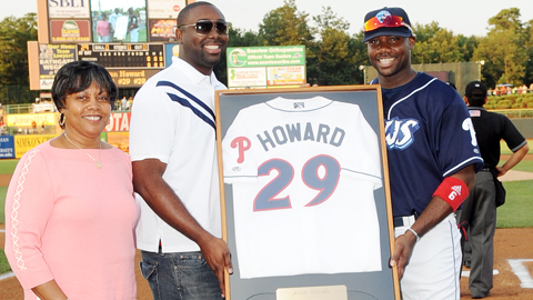 Ryan Howard and brother Corey hold up his retired jersey as mom Cheryl looks on.