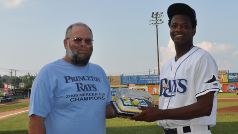 P-Rays' Booster Club President Larry Pruett presents a birthday cake to pitcher Victor Mateo prior to a 2010 game.